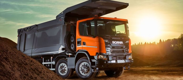 MINExpo 2021: סקניה מעלה הילוך עם משאיות 8x4 Heavy Tipper
